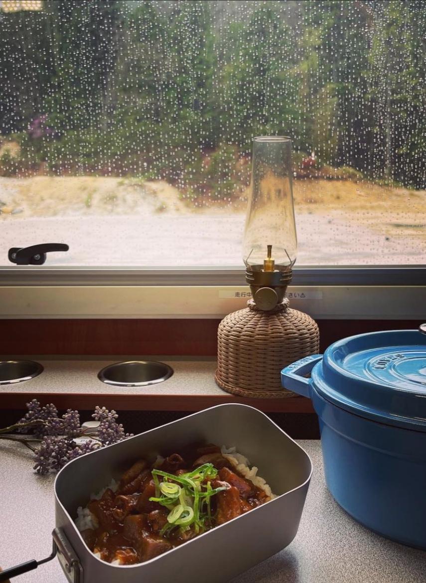 雨のキャンプはキャンピングカーで過ごすのも有!/クレソンボヤージュ